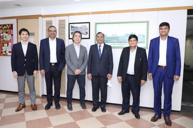 新建文件夹L to R- Mr. Shinya Michino, Deputy Vice President- Sales;  Mr. RP Gupta, Promoter; Mr. Kimihide Kondo, Joint Managing Director, Mitsui; Mr. SN Gupta, Founder Promoter; MP Gupta, Promoter and Mr. Dharmesh Gupta, MD, BIL.jpeg